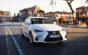 Lexus IS – ścieżki przyszłości